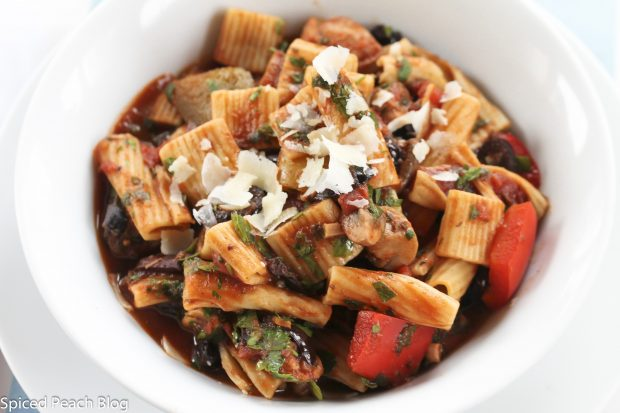 Rigatoni, Kalamata Olives, Peppers, Mushrooms, Onions, Capers