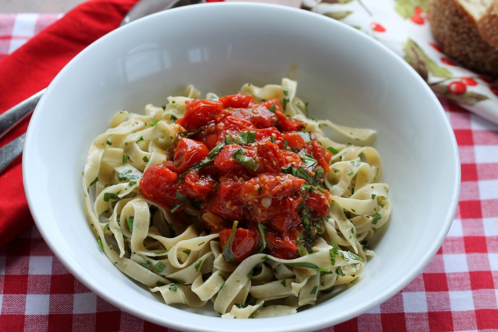 Homemade Pasta with Fresh Tomatoes Sauce